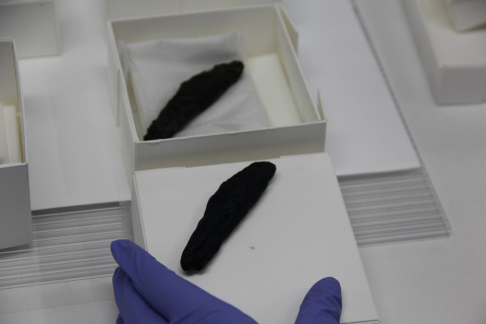 The charred scroll from En-Gedi with its exact facsimile, which was 3-D-printed from the micro-CT scan that led to the discovery of the biblical text inside. (B. Seales)