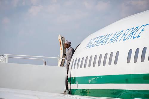 buhari_exiting_plane-jide-salu
